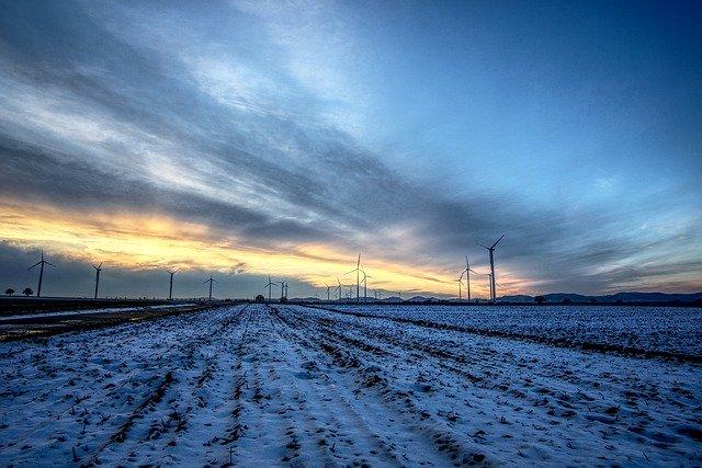 windrader-3975726_640 FAIReconomicsNewsletter KW 48NACHRICHTEN: Energiewende in Gefahr, Bundesbank sieht Klimarisiken, Grüner Gesetzentwurf, Lachgas, Palmölbann, Neues aus dem Bundestag Newsletter