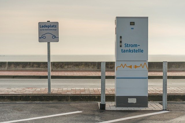charging-station-4632700_640 FAIReconomics Newsletter KW 04/20 Erderwärmung in Europa besonders stark, EU Green Deal, Kohleausstieg in Deutschland, Tesla Gigafabrik, Scheuer behindert U-Ausschuss, Neues aus dem Bundestag Newsletter