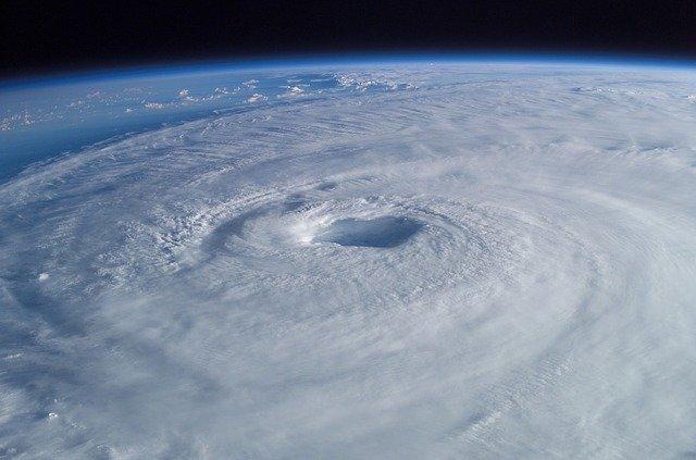 tropical-cyclone-63124_640 FAIReconomicsNewsletter KW 22/2020 NACHRICHTEN: CO2 Preis ab Januar,  Einigung über Ökostromausbau, Tropenwald verschwindet, Forschungsflüge im Lockdown, Neues aus dem Bundestag. Newsletter